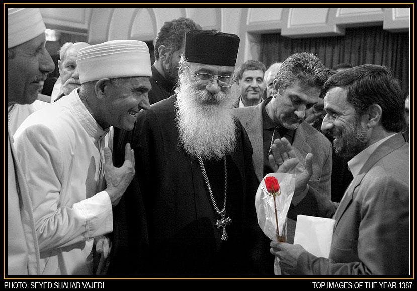 دیدار احمدی نژاد با خانواده شهدای ادیان توحیدی
